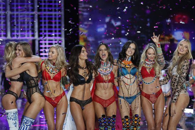 Models Romee Strijd, from right, Candice Swanepoel, Adriana Lima, Alessandra Ambrosio, Lily Aldridge, Elsa Hosk, wear creations with other models during the Victoria's Secret fashion show at the Mercedes-Benz Arena in Shanghai, China, Monday, November 20, 2017. (Photo by Andy Wong/AP Photo)