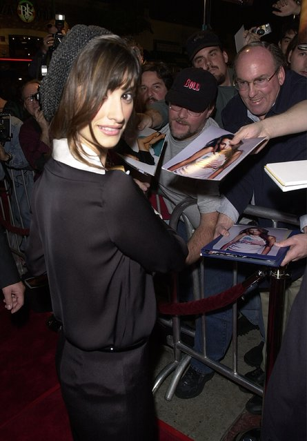 """Actress Penelope Cruz signs autographs for fans at the premiere of the film """"All the Pretty Horses"""" December 17, 2000 in Los Angeles. (Photo by Newsmakers)"""