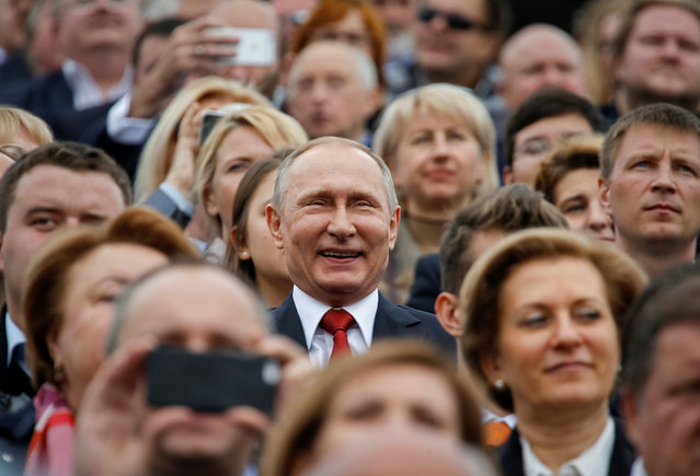 Russian President Vladimir Putin (C) watches the celebrations for the City Day in Moscow, Russia September 10, 2016. (Photo by Sergei Karpukhin/Reuters)