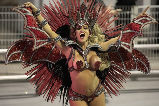 Members of the samba school of the Grupo Especial Independencia Tricolor participate in the carnival celebration at the Anhembi sambodrome in Sao Paulo, Brazil, 09 February 2018. (Photo by Sebastiao Moreira/EPA/EFE)