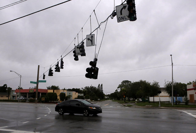 A traffic lamp damaged by wind is seen after Hurricane Matthew hits in Melbourne, Florida, U.S., October 7, 2016. (Photo by Henry Romero/Reuters)