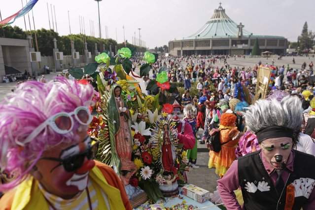 Clowns carry a figurine of the Virgin of Guadalupe as they make their annual pilgrimage to the Basilica of Our Lady Guadalupe in Mexico City December 16, 2014. (Photo by Carlos Jasso/Reuters)