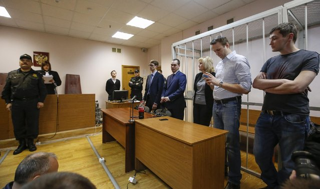 Russian opposition leader and anti-corruption blogger Alexei Navalny (2nd R) and his brother and co-defendant Oleg (R) attend at a court hearing in Moscow December 30, 2014. (Photo by Sergei Karpukhin/Reuters)