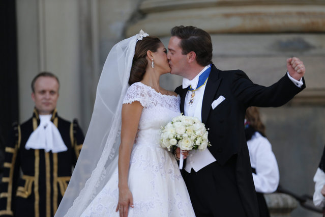 Sweden's Princess Madeleine kisses U.S.-British banker Christopher O'Neill outside the royal church after their wedding ceremony in the royal castle in Stockholm, June 8, 2013. (Photo by Bjorn Larsson Rosvall/Reuters/Scanpix)