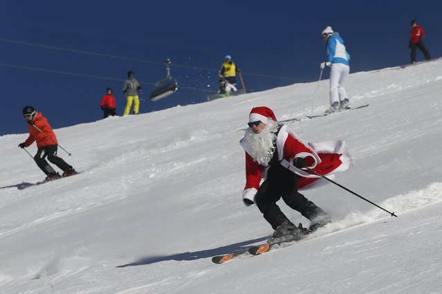 A man, dressed as Santa Claus, takes a curve during a promotional event on the opening weekend in the alpine ski resort of Verbier, Switzerland, December 6, 2015. (Photo by Denis Balibouse/Reuters)