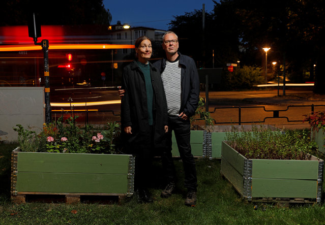 Anna Elidson and Frederik Alm pose for a portrait with their gardening box in Stockholm, Sweden, September 26, 2016. (Photo by Maxim Shemetov/Reuters)
