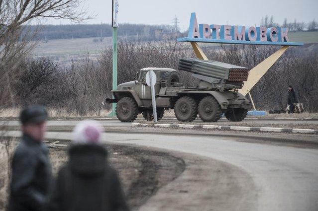 "A Ukrainian multiple rocket launcher system BM-21 ""Grad"" is driven on a road near Artemivsk, eastern Ukraine, Thursday, February 5, 2015. (Photo by Evgeniy Maloletka/AP Photo)"
