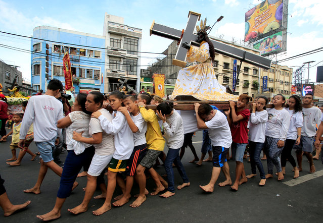 Barefoot devotees parade with replica of a Black Nazarene two days before the annual procession of the Black Nazarene in metro Manila, Philippines January 7, 2017. (Photo by Romeo Ranoco/Reuters)