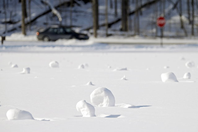 Snow rollers dot a field at the Cleveland Metroparks Mastic picnic area Tuesday, January 28, 2014, in Fairview Park, Ohio. (Photo by Mark Duncan/AP Photo)