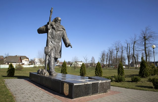 A monument dedicated to villager Iosif Filidovich is seen in the town of Diatlovo, southwest of Minsk, April 11, 2015. Filidovich, according to the inscription on the monument, in December 1942 lured Germany soldiers into the marshes and woods, promising to show them the way to partizan's base and was killed after that. (Photo by Vasily Fedosenko/Reuters)