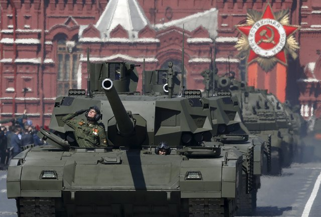 Russian servicemen drive a T-14 Armata tank (front) during a rehearsal for the Victory Day parade in Red Square in central Moscow, Russia, May 7, 2015. (Photo by Sergei Karpukhin/Reuters)