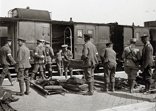 An archive picture shows soldiers at a train for injured soldiers in Calais, Northern France in 1915. (Photo by Collection Odette Carrez/Reuters)
