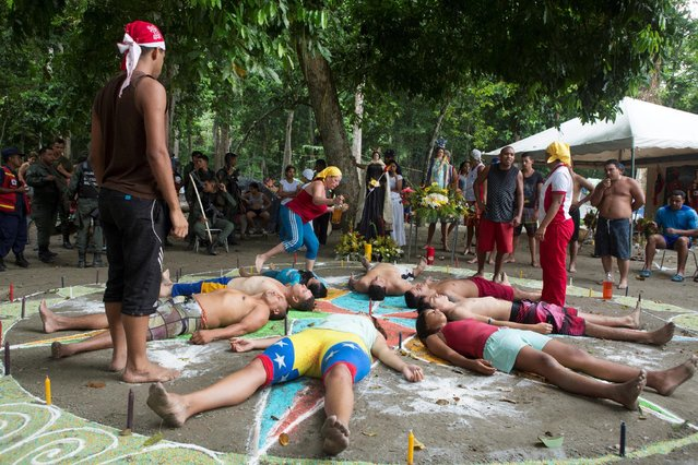 People take part in rituals at the Sorte Mountain on the outskirts of Chivacoa, in the state of Yaracuy, Venezuela October 11, 2015. (Photo by Marco Bello/Reuters)