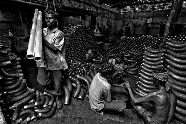 CGAP Photo Contest – Ment at Work, India. Together, some young people started a business with small loans from a bank to produce and supply iron pipes for production purposes to big industries. (Photo by Joydeep Mukherjee)