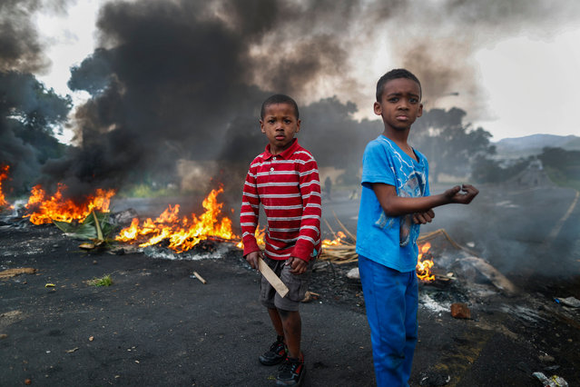 Children residents of Ocean View take part in a demonstration and blockade Kommetjie road in protest against the lack of policing in their area in Cape Town, South Africa 22 September 2017. Ocean View has been plauged by gang violence for years and the community has had enough protesting for three straight days in a row. Recently a nine year old boy Aqeel Davids was killed in a suspected gang crossfire. Residents claim the police and the Ward Councelors responsible for the area are not doing enough to combat the problem whilst innocent residents are being killed. (Photo by Nic Bothma/EPA/EFE)