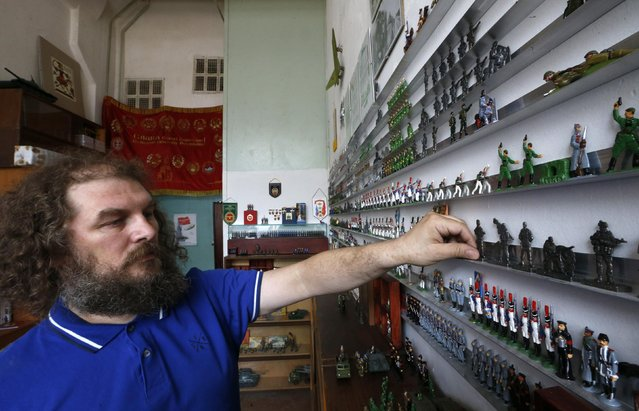 Toy soldier maker Timur Zamilov shows his new collection, which depicts pro-Russian separatist fighters, at a workshop in Moscow August 29, 2014. (Photo by Sergei Karpukhin/Reuters)