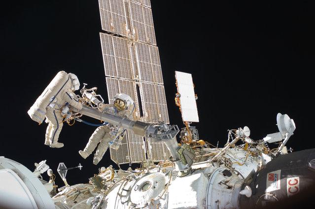 Russian spacewalkers Oleg Kononenko, left, and Anton Shkaplerov work on the exterior of the International Space Station on February 16, 2013. (Photo by NASA via AFP Photo)