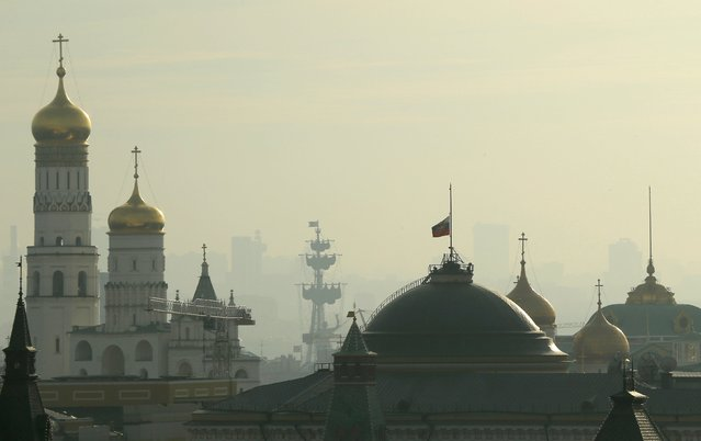A Russian presidential banner flies at half-mast on the roof of Kremlin Senate in Moscow, Russia November 1, 2015. Airbus A321, operated by Russian airline Kogalymavia under the brand name Metrojet, carrying 224 passengers crashed into a mountainous area of Egypt's Sinai peninsula on Saturday shortly after losing radar contact near cruising altitude, killing all aboard. Russian President Vladimir Putin declared a day of national mourning for Sunday. (Photo by Maxim Shemetov/Reuters)
