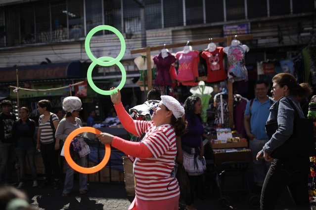 Juggler Cabalita participates in a parade to celebrate the circus performers' day in San Salvador December 16, 2014. Circus entertainers participated in a parade organised by the union of circus performers to honor all Salvadoran circus artists. (Photo by Jose Cabezas/Reuters)