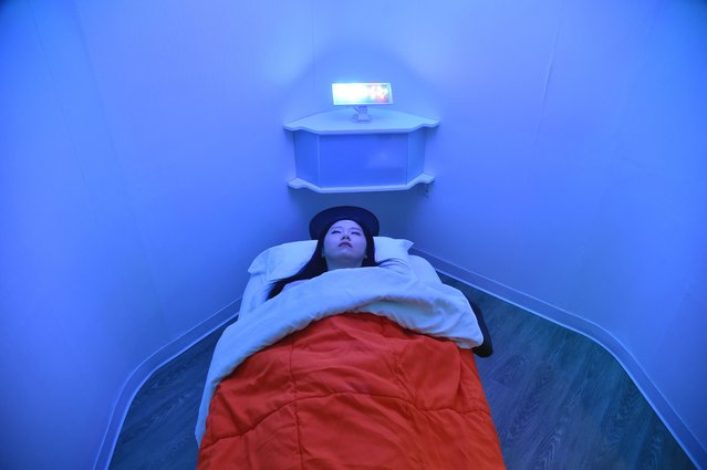 Laura Li prepares to take a nap in YeloSpa, in New York, on May 1, 2018,where New Yorkers can pay for a cabin to take a nap, and recharge energy without having to return to their homes. In New York, a city constantly on the go, with arduous commutes and ultra-competitive jobs, instead of knocking back a coffee or quaffing an energy drink, a growing number of people are opting for a quick nap during office hours. (Photo by Hector Retamal/AFP Photo)