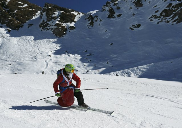 A man, dressed as Santa Claus, takes a curve with his telemark during a promotional event on the opening weekend in the alpine ski resort of Verbier, Switzerland, December 6, 2015. (Photo by Denis Balibouse/Reuters)