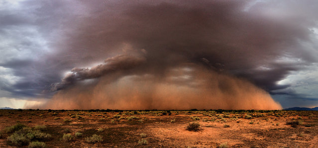 A beautiful haboob rolls north into the Phoenix area on August 25, 2015 in Arizona, United States. (Photo by Mike Olbinski/Barcroft Media)