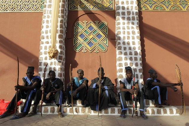 Hunters sit at the Emir of Kano's palace as they wait for the commencement of the coronation for new Emir of Kano Muhamadu Sanusi II in Kano, Kano State, February 7, 2015. (Photo by Afolabi Sotunde/Reuters)