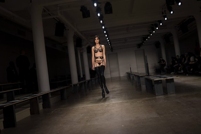 A model rehearses before the Chromat Fall/Winter 2015 collection show during New York Fashion Week February 13, 2015. (Photo by Eric Thayer/Reuters)