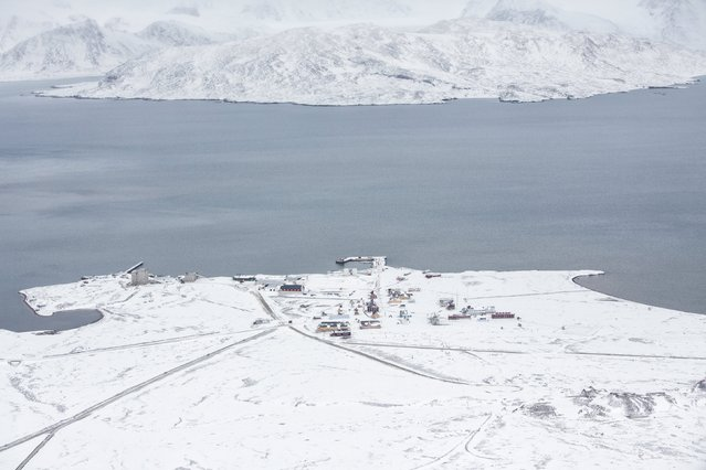 Breinosa is seen from the research Zeppelin Observatory that is operated by operated by the Norwegian Polar Institute and Norwegian Institute for Air Research in Svalbard in Norway October 17, 2015. (Photo by Anna Filipova/Reuters)