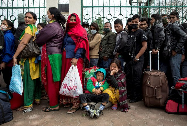 People wait to board buses to leave Kathmandu following Saturday's earthquake in Nepal, April 29, 2015. (Photo by Danish Siddiqui/Reuters)
