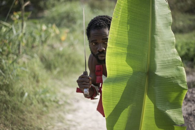 """A member of the mainly Christian """"anti-balaka"""" (anti-machete) militia trains in the Boeing neighbourhood of Bangui, Central African Republic, on February 24, 2014. (Photo by Fred Dufour/AFP Photo)"""