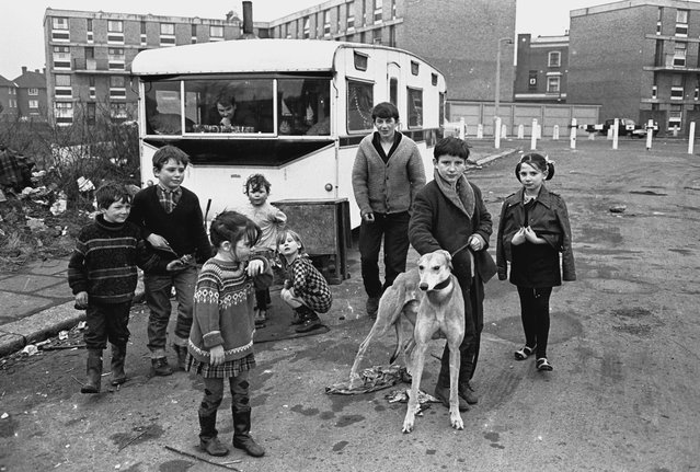 Gypsy families in the East End of London, 1960s. (Photo by Steve Lewis/Getty Images)