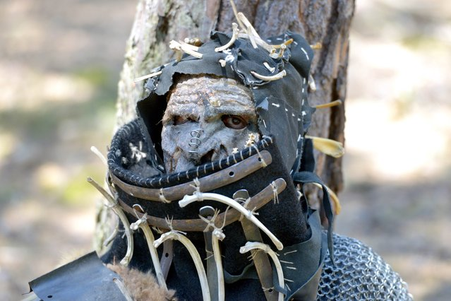 """A fan dressed as a character from """"The Hobbit"""" book wait for the battle in the forest near the village of Doksy, some 80 km from Prague on June 6, 2015. (Photo by Michal Cizek/AFP Photo)"""