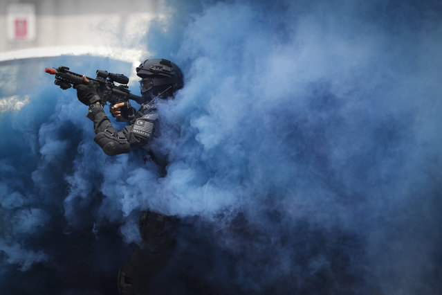 A member of the Royal Malaysian Police Special Tactical Unit takes part in a drill to prepare for the upcoming Southeast Asian Games at KL Sentral in Kuala Lumpur, Malaysia, Thursday, July 20, 2017. Kuala Lumpur will be the host city of the 29th SEA Games and the 9th ASEAN Para Games on Aug. 19-30. (Photo by Vincent Thian/AP Photo)