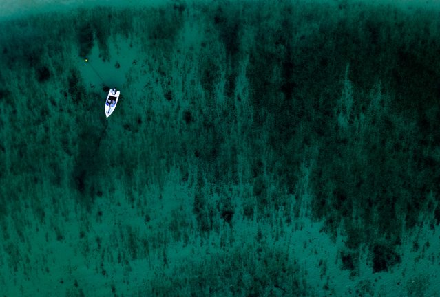 An aerial view shows a boat near the harbour in Sal Rei at Boa Vista island, Cape Verde, on January 06, 2020. (Photo by Ina Fassbender/AFP Photo)