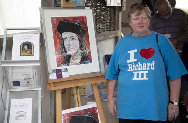 "A Richard the Third enthusiast wears an ""I Love Richard III"" tee shirt during an anniversary event for the Battle of Bosworth near Market Bosworth in central Britain August 23, 2015. (Photo by Neil Hall/Reuters)"