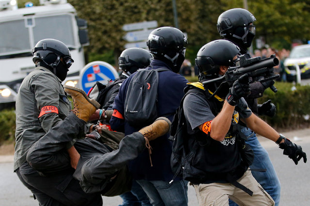 Plain-clothes policemen arrest a man during a demonstration against the government's labour reforms in Nantes, France, September 21, 2017. (Photo by Stephane Mahe/Reuters)