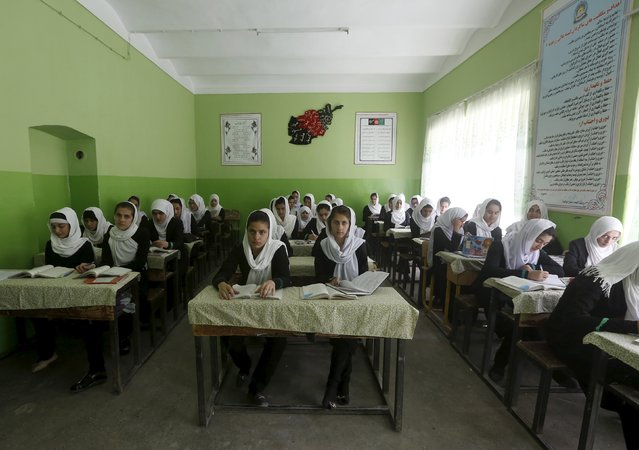 Class 11 Afghan girl students attend a class at Zarghona high school in Kabul, Afghanistan, August 15, 2015. (Photo by Omar Sobhani/Reuters)