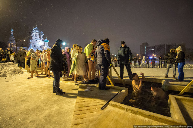 Mass ice bathing in Moscow on January 19, 2013. (Photo by Iliya Varlamov)
