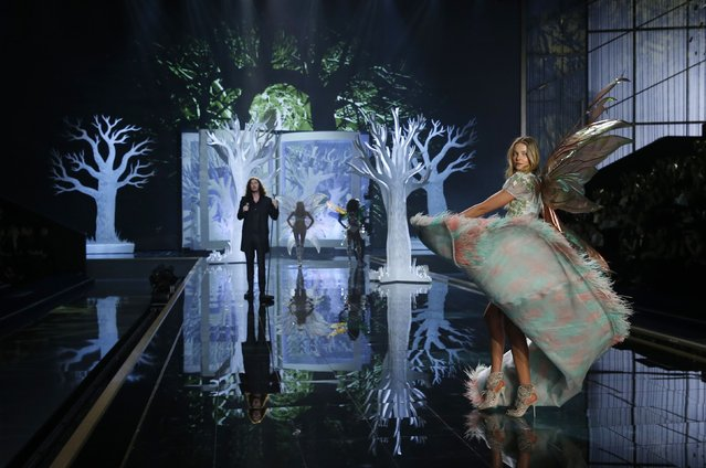 A model presents a creation during the 2014 Victoria's Secret Fashion Show in London December 2, 2014. (Photo by Suzanne Plunkett/Reuters)