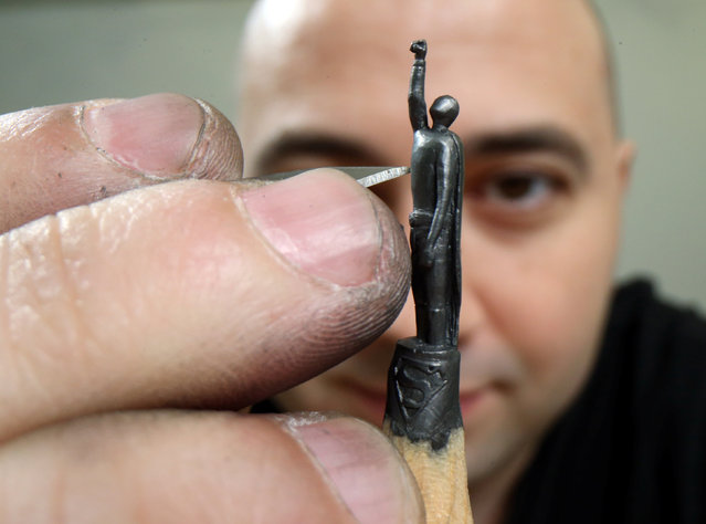 Jasenko Djordjevic works on his miniature sculpture on a graphite pencil in Tuzla, Bosnia and Herzegovina on December 10, 2020. Jasenko, a self-taught artist, crafts tiny sculptures on pencil graphite, using nothing but hand precision and a sharp knife. (Photo by Dado Ruvic/Reuters)