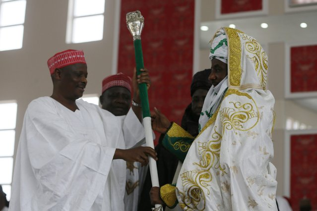 New Emir of Kano Muhamadu Sanusi II (R) is presented with the Staff of Office by Kano State Governor Rabiu Musa Kwakwamso during his coronation in Kano, Kano State, February 7, 2015. (Photo by Afolabi Sotunde/Reuters)