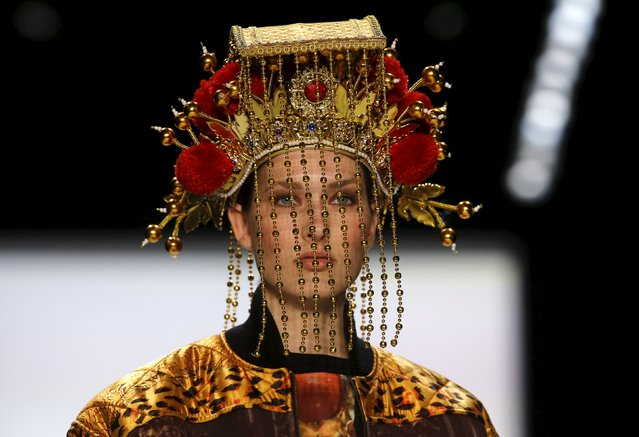 A model presents a creation by fashion design students of the Taiwanese Shih Chien university at the Berlin Fashion Week Autumn/Winter 2016 in Berlin, Germany, January 22, 2016. (Photo by Fabrizio Bensch/Reuters)