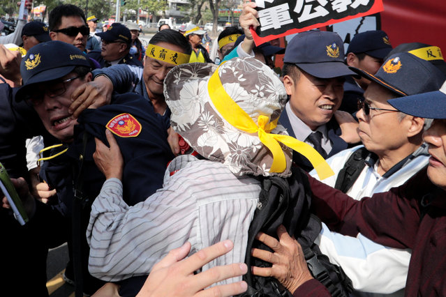Protesters clash with police when they try to escort a lorry going through the police line during a rally against overhaul of the military and civil service pension funds in Taichung, Taiwan January 7, 2017. (Photo by Tyrone Siu/Reuters)