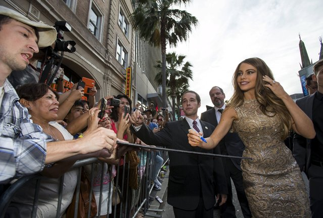 "Cast member Sofia Vergara signs autographs at the premiere of ""Hot Pursuit"" in Hollywood, California April 30, 2015. The movie opens in the U.S. on May 8. (Photo by Mario Anzuoni/Reuters)"