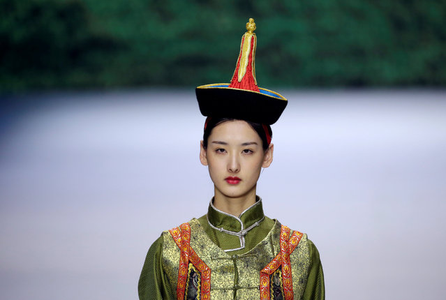 A model presents a creation at Eji's pastoral song Autumn/Winter collection show during the China Fashion Week in Beijing, China, March 27, 2019. (Photo by Jason Lee/Reuters)