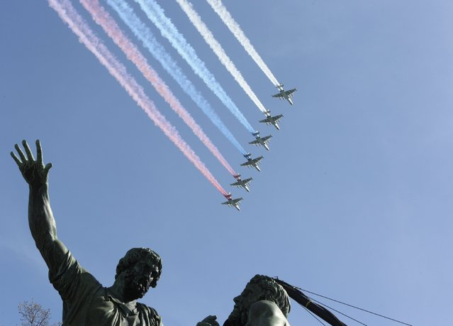 """Su-25 """"Frogfoot"""" Russian ground-attack planes fly in formation above Red Square, with a historical monument to Minin and Pozharsky seen in the foreground, during a rehearsal for the Victory Day parade in central Moscow, Russia, May 7, 2015. (Photo by Sergei Karpukhin/Reuters)"""