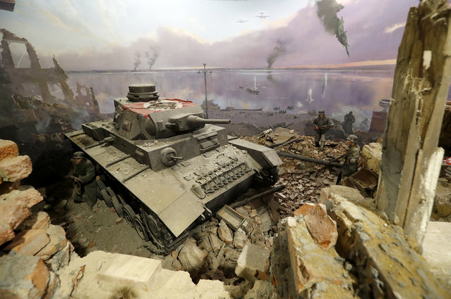 """A diorama showing a scene from the """"Battle of Stalingrad"""" during World War II is prepared for the opening of the 3D Panorama exhibition """"Memory talks. The road through war"""" in the former Sevcabel port in St. Petersburg, Russia, 16 September 2019. (Photo by Anatoly Maltsev/EPA/EFE)"""