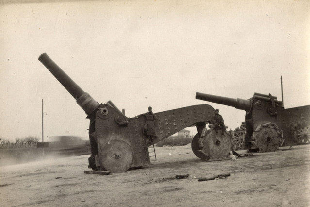 Italian heavy artillery guns are pictured on the Italian Front in this 1918 handout picture. This picture is part of a previously unpublished set of World War One (WWI) images from a private collection. The pictures offer an unusual view of varied and contrasting aspects of the conflict, from high tech artillery to mobile pigeon lofts, and from officers partying in their headquarters to the grim reality of life and death in the trenches. The year 2014 marks the centenary of the start of the war. (Photo by Reuters/Archive of Modern Conflict London)