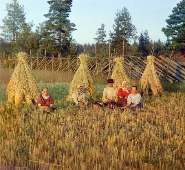 Photos by Sergey Prokudin-Gorsky. At harvest time. Russian Empire (the exact location is unknown), 1909